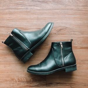 Chelsea Boots with Zippers